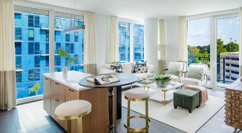 Floor-to-ceiling windows in all rooms